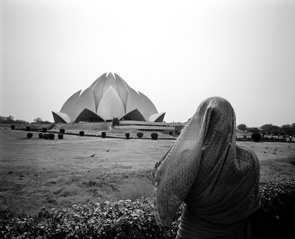 Delhi July 2012 15 2 days in Delhi : Lotus Temple street photography argentique analog