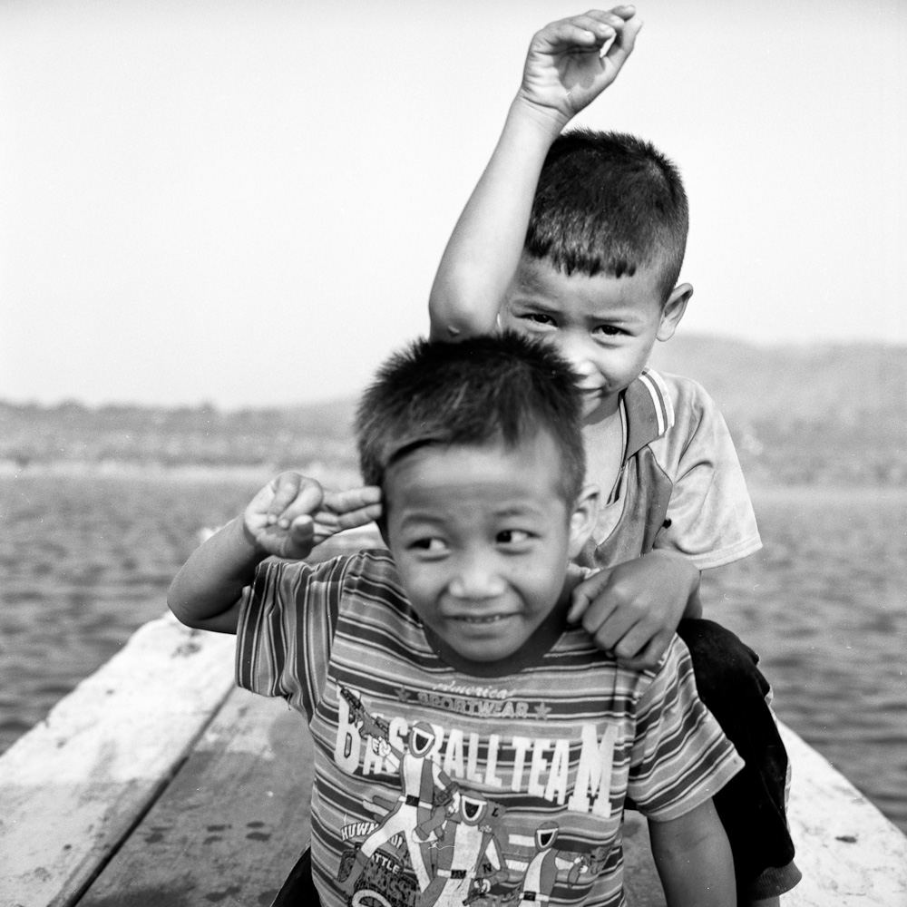 Battambang 6 Battambang : Les enfants du lac photos argentique analog