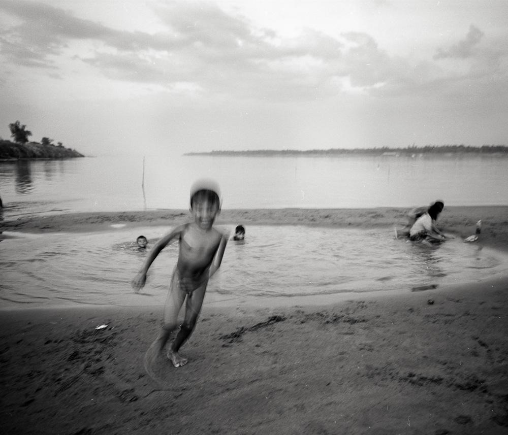 Cambodge 4 Koh Dach : les enfants du Mékong photos argentique analog