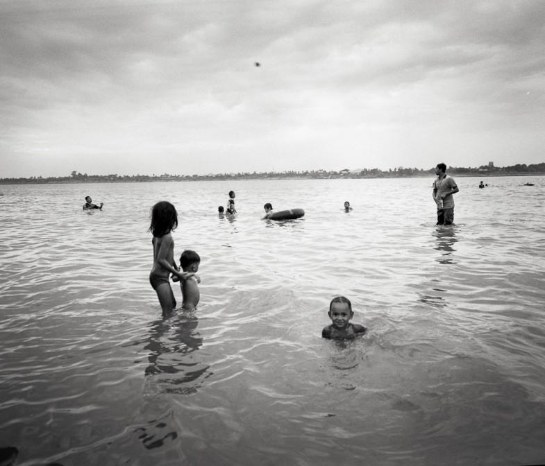 Cambodge 5 785x672 Koh Dach : les enfants du Mékong photos argentique analog