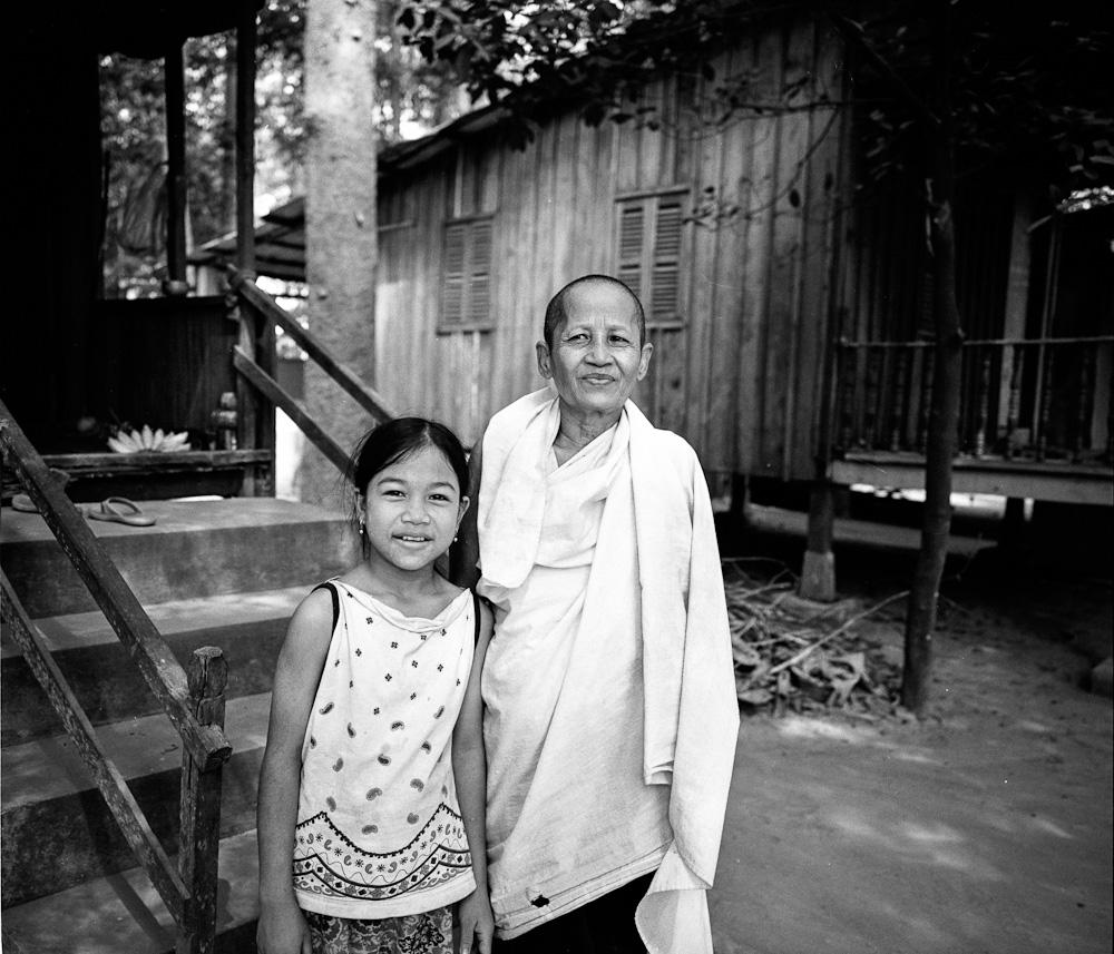 Cambodge nonne 8 Koh Dach : La nonne blanche portraits argentique analog